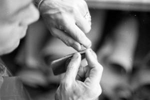 Ledermanufaktur von Hand genäht mit der Ahle und einer Sattlernaht