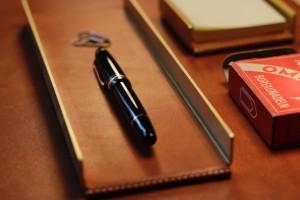 Messing und Leder Schreibtischablage Stiftablage Arno Wolf & Alexander von Bronewski  4800