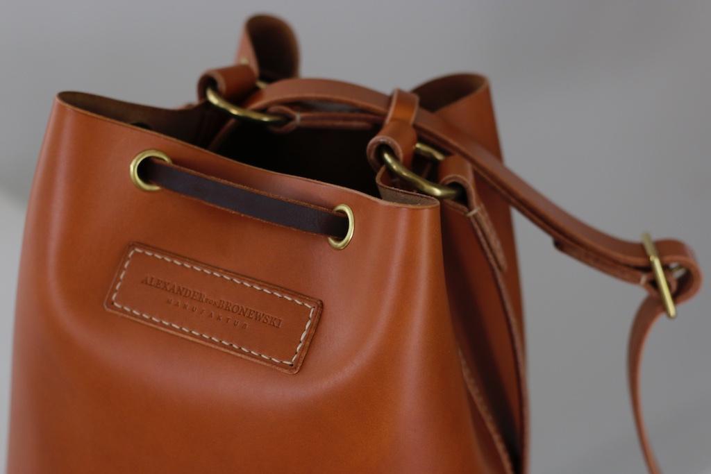 """89e186918caae Die Bucket Bag """"Gloria"""" schließt eine Lücke in meiner Kollektion auf die  ich seit Monaten angesprochen wurde. Zusammen mit meiner Schwester Gloria  ist nun """" ..."""